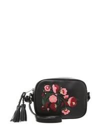 Borsa a tracolla in pelle a fiori nera di Even&Odd