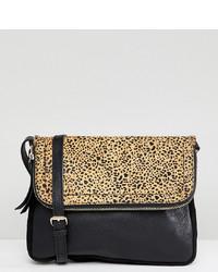 Borsa a tracolla in pelle leopardata nera di Accessorize