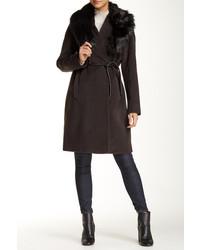 Cappotto con collo di pelliccia marrone scuro