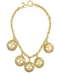 Collana dorata di Chanel