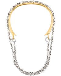 Collana dorata di Charlotte Chesnais