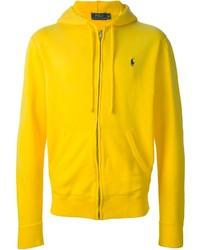 Come indossare e abbinare una felpa con cappuccio gialla (22