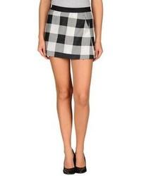 nuovo concetto 9f98e a7939 Come indossare e abbinare una gonna a quadri nera e bianca ...