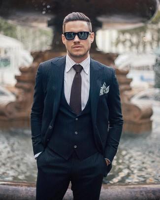 ... Look alla moda per uomo  Abito a tre pezzi a righe verticali blu scuro e987946ebad