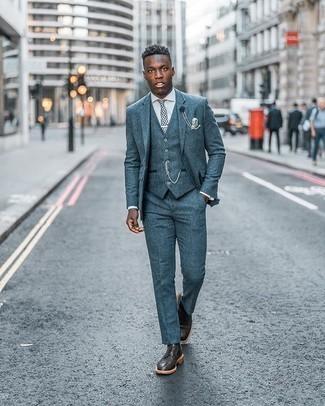 Come indossare e abbinare scarpe brogue in pelle marrone scuro: Vestiti con un abito a tre pezzi blu e una camicia elegante bianca per un look elegante e alla moda. Per distinguerti dagli altri, scegli un paio di scarpe brogue in pelle marrone scuro come calzature.