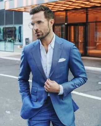 b647b1a00559 ... Look alla moda per uomo: Abito blu, Camicia elegante azzurra,  Fazzoletto da taschino