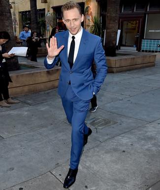 54142dedb6 Look di Tom Hiddleston: Abito blu, Camicia elegante bianca, Scarpe ...