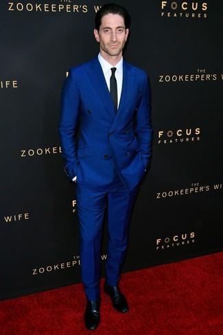 679991ffd2 Look alla moda per uomo: Abito blu, Camicia elegante bianca, Stivali ...