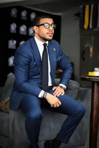 Abito blu camicia bianca cravatta nera