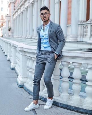 Come indossare e abbinare una camicia a maniche lunghe azzurra: Mostra il tuo stile in una camicia a maniche lunghe azzurra con un abito grigio per essere sofisticato e di classe. Prova con un paio di sneakers basse di tela bianche per un tocco più rilassato.