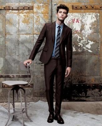 Come indossare e abbinare calzini marrone scuro: Opta per un abito marrone scuro e calzini marrone scuro per affrontare con facilità la tua giornata. Abbellisci questo completo con un paio di mocassini eleganti in pelle marrone scuro.