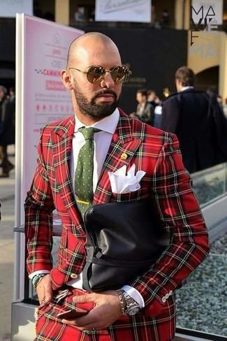 Come indossare e abbinare: abito scozzese rosso, camicia elegante bianca, pochette in pelle nera, cravatta stampata verde oliva