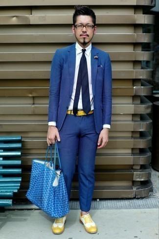 Come indossare e abbinare una cravatta blu scuro: Indossa un abito blu e una cravatta blu scuro per un look elegante e alla moda. Opta per un paio di scarpe brogue in pelle gialle per avere un aspetto più rilassato.