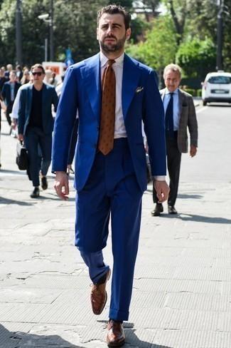 Come indossare e abbinare una cravatta stampata arancione: Prova ad abbinare un abito blu con una cravatta stampata arancione per un look elegante e alla moda. Scegli un paio di scarpe derby in pelle marroni per avere un aspetto più rilassato.