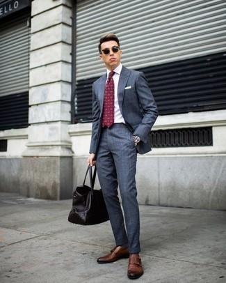 Come indossare e abbinare una cravatta stampata bordeaux: Abbina un abito blu con una cravatta stampata bordeaux per essere sofisticato e di classe. Non vuoi calcare troppo la mano con le scarpe? Opta per un paio di scarpe double monk in pelle marroni per la giornata.
