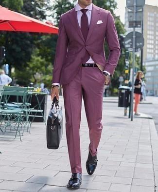 Come indossare e abbinare un abito viola: Abbina un abito viola con una camicia elegante bianca per una silhouette classica e raffinata Per distinguerti dagli altri, mettiti un paio di scarpe double monk in pelle nere.