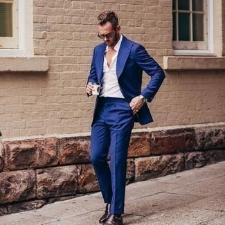 Come indossare e abbinare occhiali da sole marroni: Punta su un abito blu e occhiali da sole marroni per un look spensierato e alla moda. Scegli uno stile classico per le calzature e scegli un paio di scarpe double monk in pelle marrone scuro.