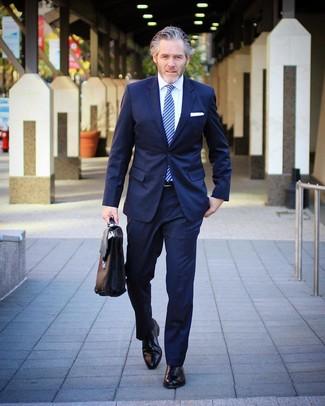 6f90083f38 Look alla moda per uomo: Abito blu scuro, Camicia elegante bianca ...