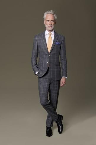 Trend da uomo 2020 in modo formale: Indossa un abito a quadri grigio scuro con una camicia elegante bianca per un look elegante e alla moda. Un paio di scarpe oxford in pelle nere si abbina alla perfezione a una grande varietà di outfit.
