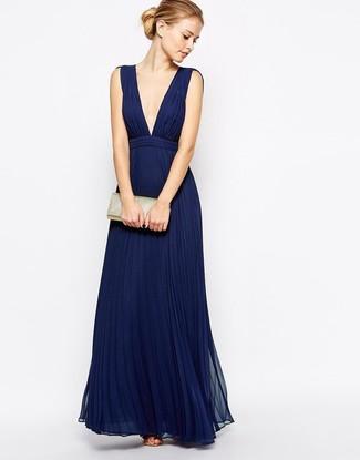 huge discount f47fb 7d205 Look alla moda per donna: Abito da sera a pieghe blu scuro ...