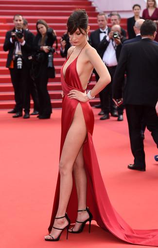 Look alla moda per donna  Abito da sera di raso con spacco rosso ... ce45f5114a0
