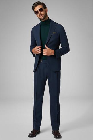Come indossare e abbinare mocassini eleganti in pelle marrone scuro: Vestiti con un abito blu scuro e un dolcevita verde scuro per una silhouette classica e raffinata Perfeziona questo look con un paio di mocassini eleganti in pelle marrone scuro.