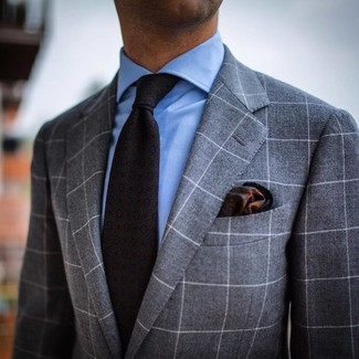 Come indossare e abbinare: abito a quadri grigio, camicia elegante azzurra, cravatta stampata grigio scuro, fazzoletto da taschino stampato verde scuro