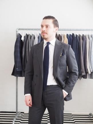 taglia 40 f2f62 f0972 Look alla moda per uomo: Abito a righe verticali grigio ...