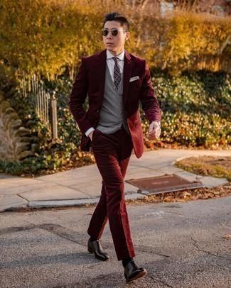 Come indossare e abbinare una cravatta stampata melanzana scuro: Indossa un abito di velluto a coste bordeaux con una cravatta stampata melanzana scuro per una silhouette classica e raffinata Per un look più rilassato, mettiti un paio di scarpe oxford in pelle nere.