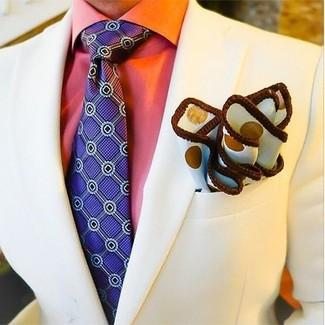 Come indossare e abbinare una cravatta stampata viola: Opta per un blazer beige e una cravatta stampata viola per essere sofisticato e di classe.