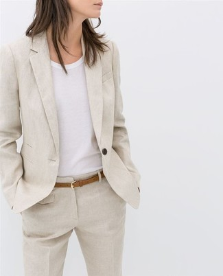 on sale 53f14 d477a Look alla moda per donna: Blazer di lino beige, T-shirt ...