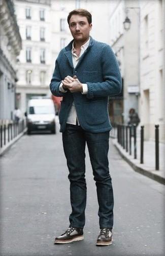 Come indossare e abbinare un blazer lavorato a maglia blu scuro: Punta su un blazer lavorato a maglia blu scuro e jeans blu scuro per un look spensierato e alla moda. Prova con un paio di stivali casual in pelle marrone scuro per mettere in mostra il tuo gusto per le scarpe di alta moda.