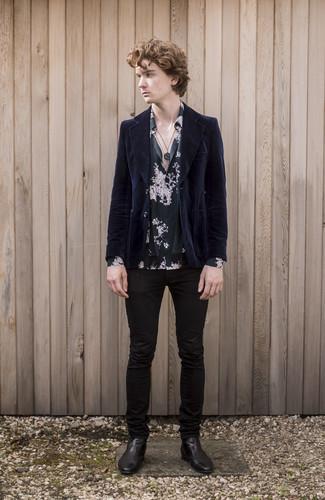 Moda ragazzo adolescente: Abbina un blazer di velluto a coste blu scuro con jeans aderenti neri per un look trendy e alla mano. Lascia uscire il Riccardo Scamarcio che è in te e scegli un paio di stivali chelsea in pelle neri per dare un tocco di classe al tuo look.