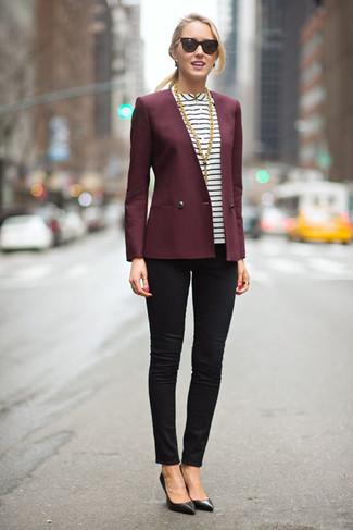 Punta su un blazer bordeaux e jeans aderenti neri per affrontare con facilità la tua giornata. Un paio di décolleté in pelle neri darà un tocco di forza e virilità a ogni completo.