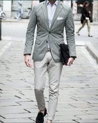 Come indossare e abbinare un orologio nero: Mostra il tuo stile in un blazer verde menta con un orologio nero per un outfit rilassato ma alla moda. Sfodera il gusto per le calzature di lusso e indossa un paio di mocassini eleganti di velluto neri.