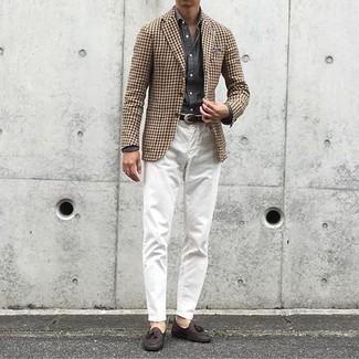 Come indossare e abbinare un fazzoletto da taschino grigio: Scegli un blazer con motivo pied de poule marrone e un fazzoletto da taschino grigio per un'atmosfera casual-cool. Prova con un paio di mocassini con nappine in pelle marrone scuro per un tocco virile.