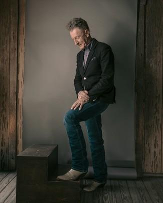 Come indossare e abbinare: blazer nero, camicia a maniche lunghe grigia, jeans blu scuro, stivali texani in pelle grigi