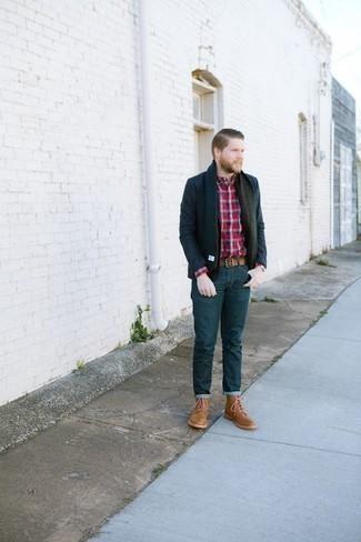Trend da uomo 2020: Metti un blazer blu scuro e jeans blu scuro per un look da sfoggiare sul lavoro. Stivali casual in pelle marrone chiaro sono una gradevolissima scelta per completare il look.