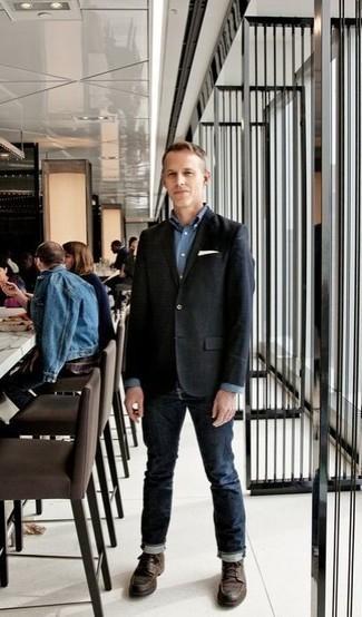 Come indossare e abbinare un fazzoletto da taschino bianco: Per un outfit della massima comodità, opta per un blazer nero e un fazzoletto da taschino bianco. Scegli uno stile classico per le calzature e calza un paio di stivali casual in pelle marrone scuro.