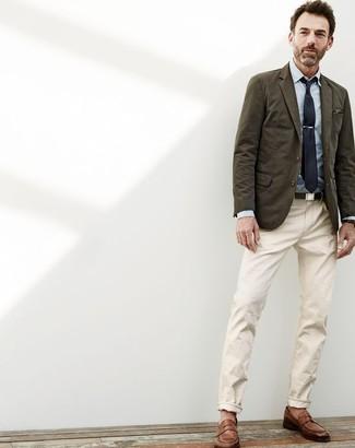 f02c028db969 ... Look alla moda per uomo: Blazer di cotone verde oliva, Camicia elegante  in chambray