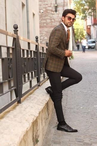 Come indossare e abbinare una cravatta arancione: Opta per un blazer scozzese marrone e una cravatta arancione per un look elegante e alla moda. Scarpe double monk in pelle marrone scuro sono una eccellente scelta per completare il look.