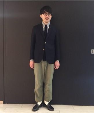 Come indossare e abbinare una cravatta nera: Potresti combinare un blazer nero con una cravatta nera come un vero gentiluomo. Mocassini con nappine in pelle neri sono una eccellente scelta per completare il look.