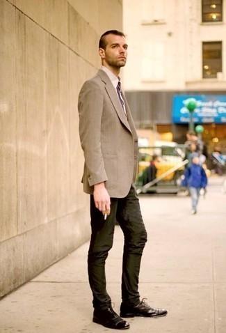 Come indossare e abbinare chino verde scuro: Coniuga un blazer marrone chiaro con chino verde scuro per un look davvero alla moda. Lascia uscire il Riccardo Scamarcio che è in te e prova con un paio di scarpe oxford in pelle marrone scuro per dare un tocco di classe al tuo look.
