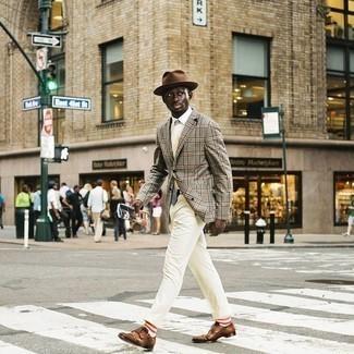 Come indossare e abbinare una cravatta stampata bianca: Potresti abbinare un blazer scozzese grigio con una cravatta stampata bianca per un look elegante e di classe. Perfeziona questo look con un paio di scarpe double monk in pelle marroni.