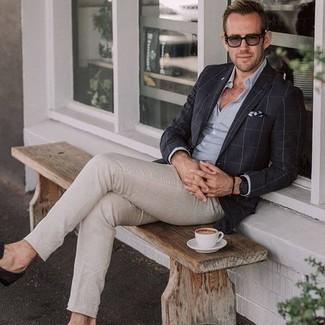 Come indossare e abbinare un orologio in pelle nero: Per un outfit della massima comodità, indossa un blazer a quadri nero con un orologio in pelle nero. Opta per un paio di mocassini eleganti in pelle scamosciata marrone scuro per un tocco virile.