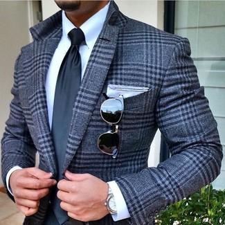 Come indossare e abbinare: blazer di lana scozzese grigio, camicia elegante bianca, cravatta grigio scuro, fazzoletto da taschino bianco