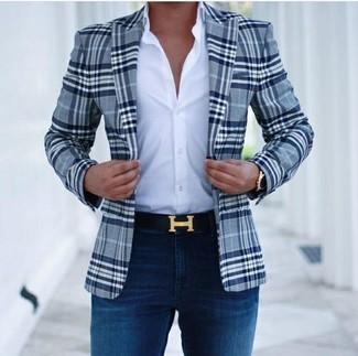 Abbina un blazer scozzese blu scuro di Ermenegildo Zegna con jeans aderenti blu scuro per un pranzo domenicale con gli amici.