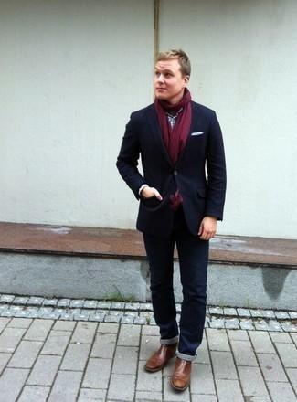 Come indossare e abbinare stivali chelsea in pelle marroni: Prova a combinare un blazer blu scuro con jeans blu scuro se cerchi uno stile ordinato e alla moda. Prova con un paio di stivali chelsea in pelle marroni per un tocco virile.
