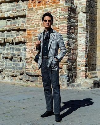 Trend da uomo 2020: Mostra il tuo stile in un blazer scozzese grigio con una camicia elegante blu scuro per un look elegante e di classe.