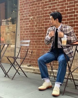 Come indossare e abbinare calzini bianchi: Prova ad abbinare un blazer scozzese marrone chiaro con calzini bianchi per un'atmosfera casual-cool. Calza un paio di scarpe derby in pelle scamosciata beige per dare un tocco classico al completo.